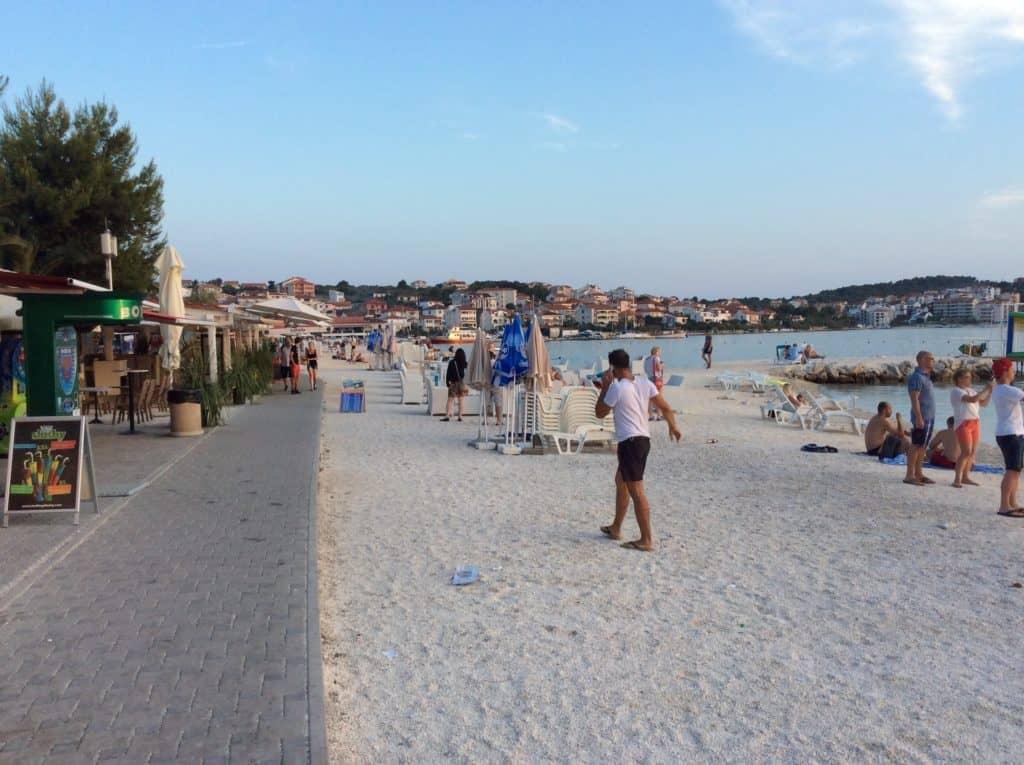 Strandpromenaden i Okrug Gornji