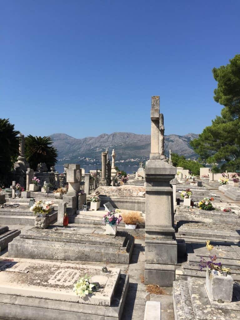 Den smukke kirkegård ved Racic Mausoleum