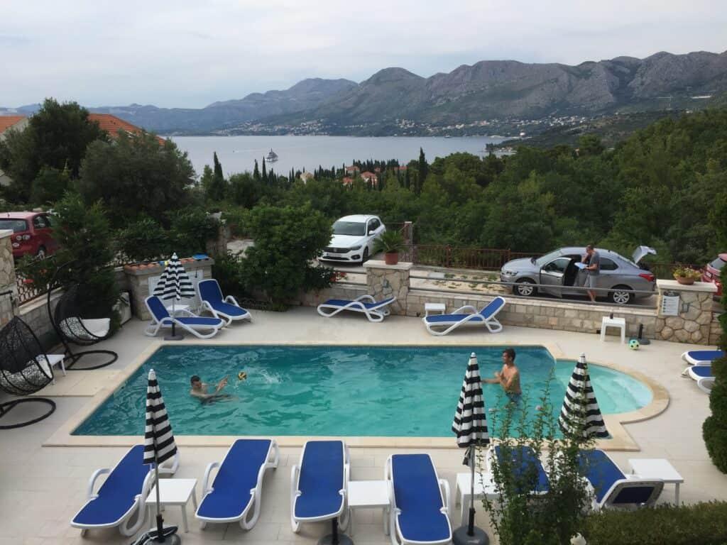 Aftenbadning ved Villa Markoc