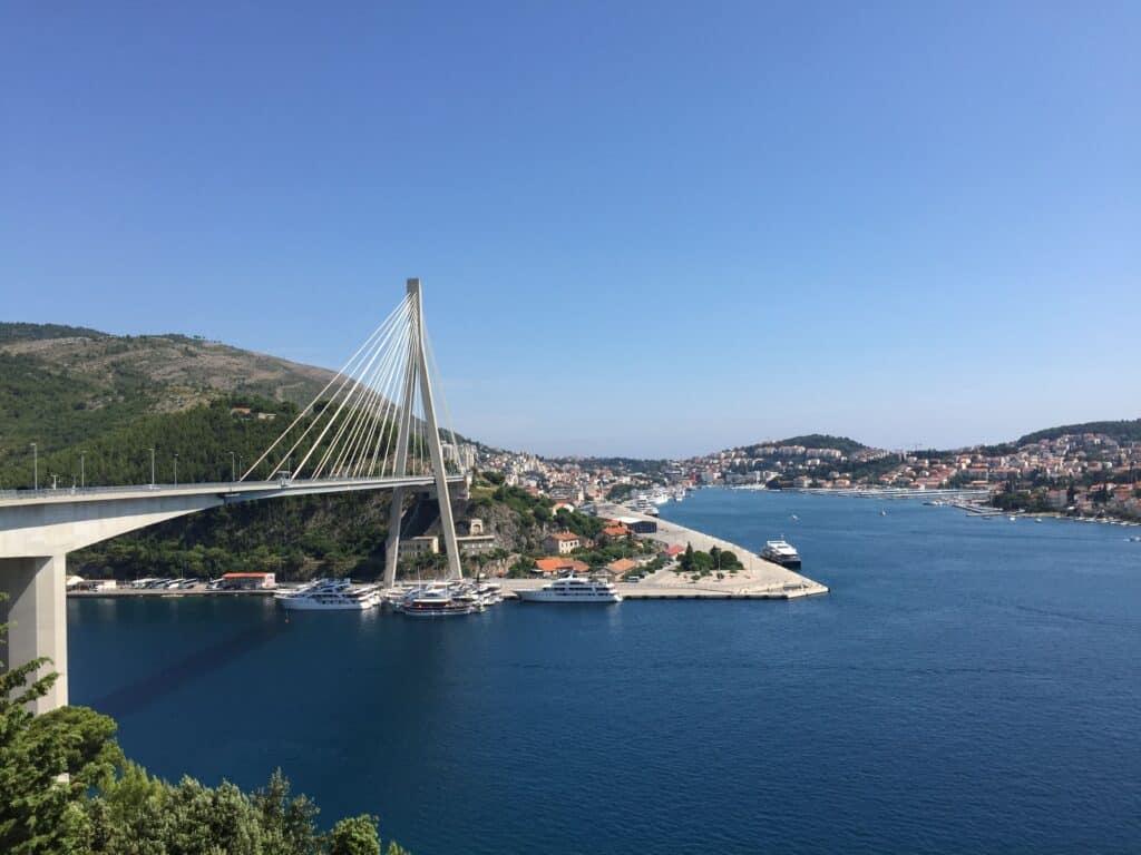 Franjo Tudmans bro Imponerende bygningsværk med kig til indsejlingen til Dubrovnik