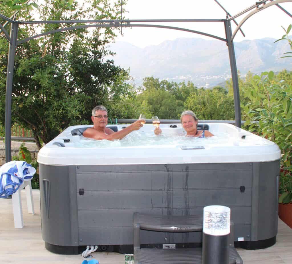 Skønt pool og spaområde ved Villa Markoc