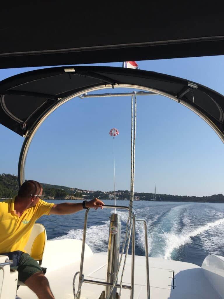 Gabriel Watersports i Cavtat tilbyder parsailing, speedbådtur samt leje af jet ski, SUP board mv.