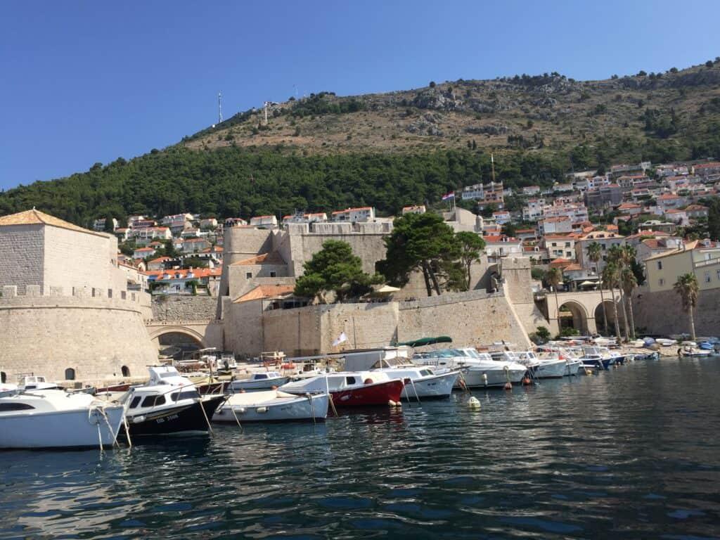 Walls of Dubrovnik set fra havet